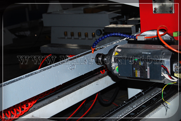 Side Milling of Aluminum by 4 Axis CNC Router Machine